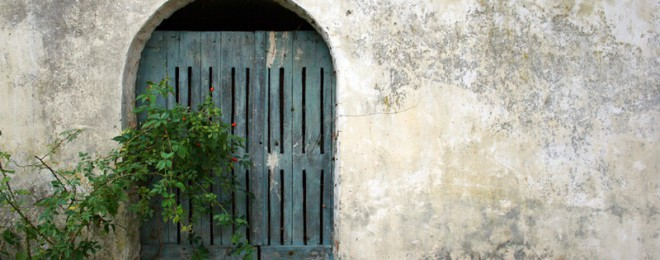 little-blue-door-1226091-1279x852