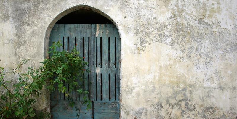 little-blue-door-1226091-1279x852